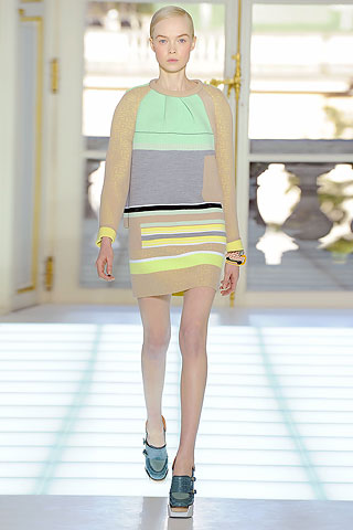 A passarela de Balenciaga Outono/Inverno 2010- lançando tendência